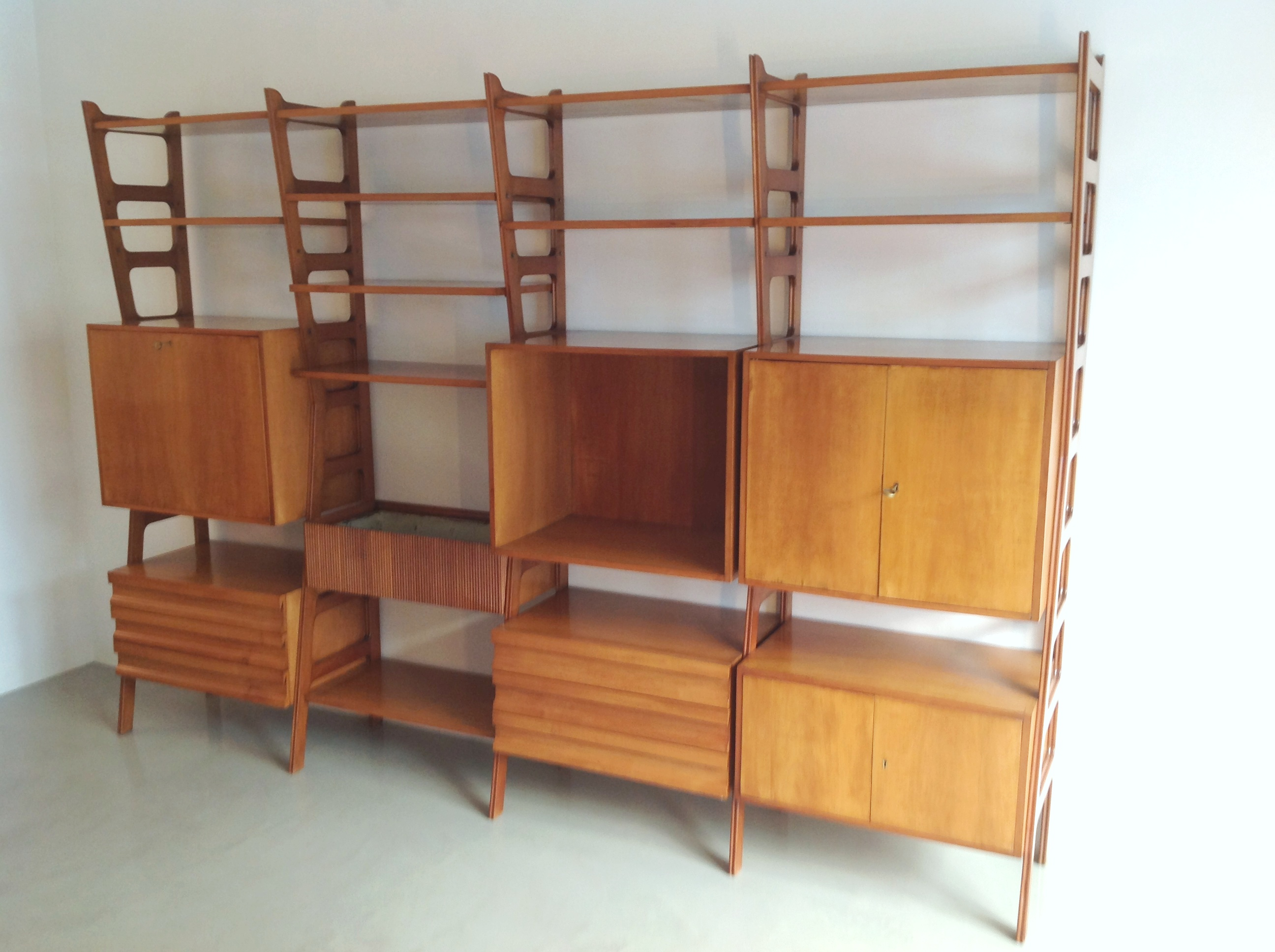 Italian Design Fifties Wall Unit Shelving style Ico Parisi | Modernism