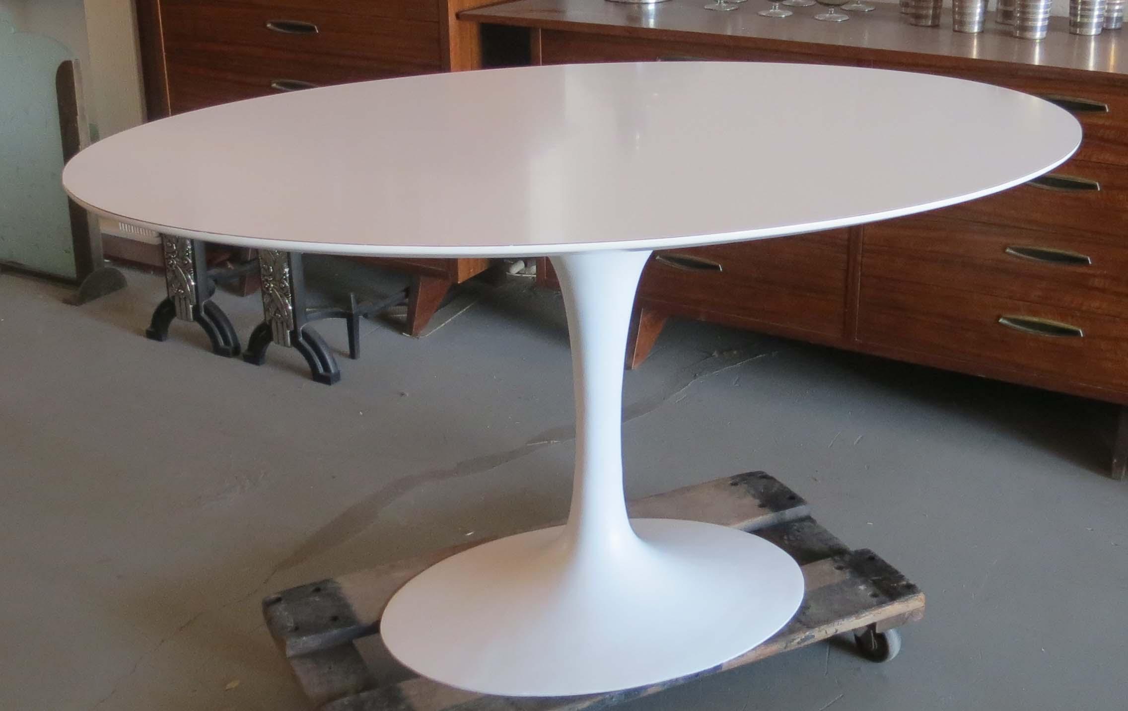 Image Gallery Saarinen Table