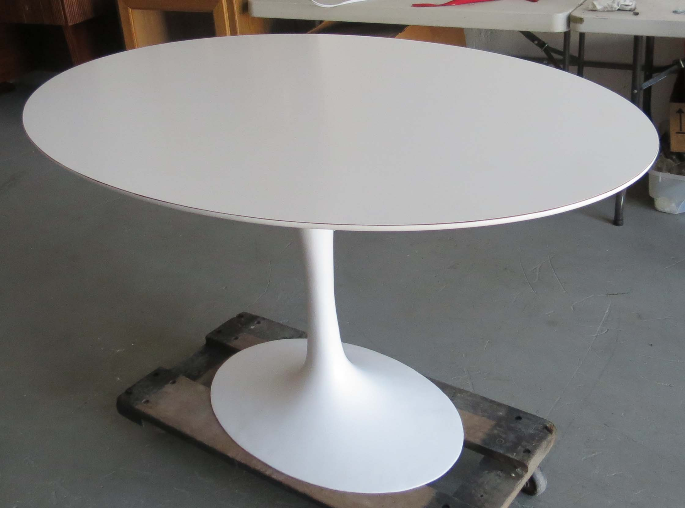Saarinen oval tulip table modernism for Table moderne a rallonge