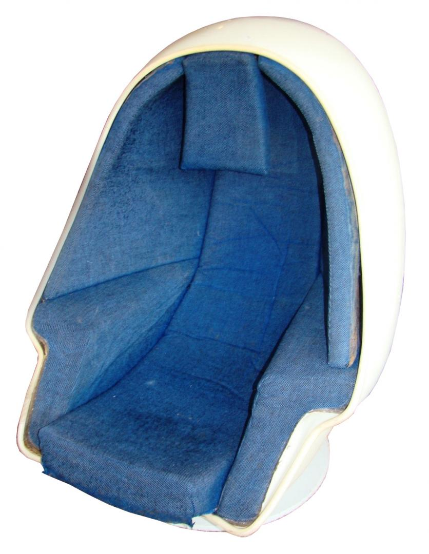 Lee West Alpha Chamber Modpod Egg Chair With Speakers