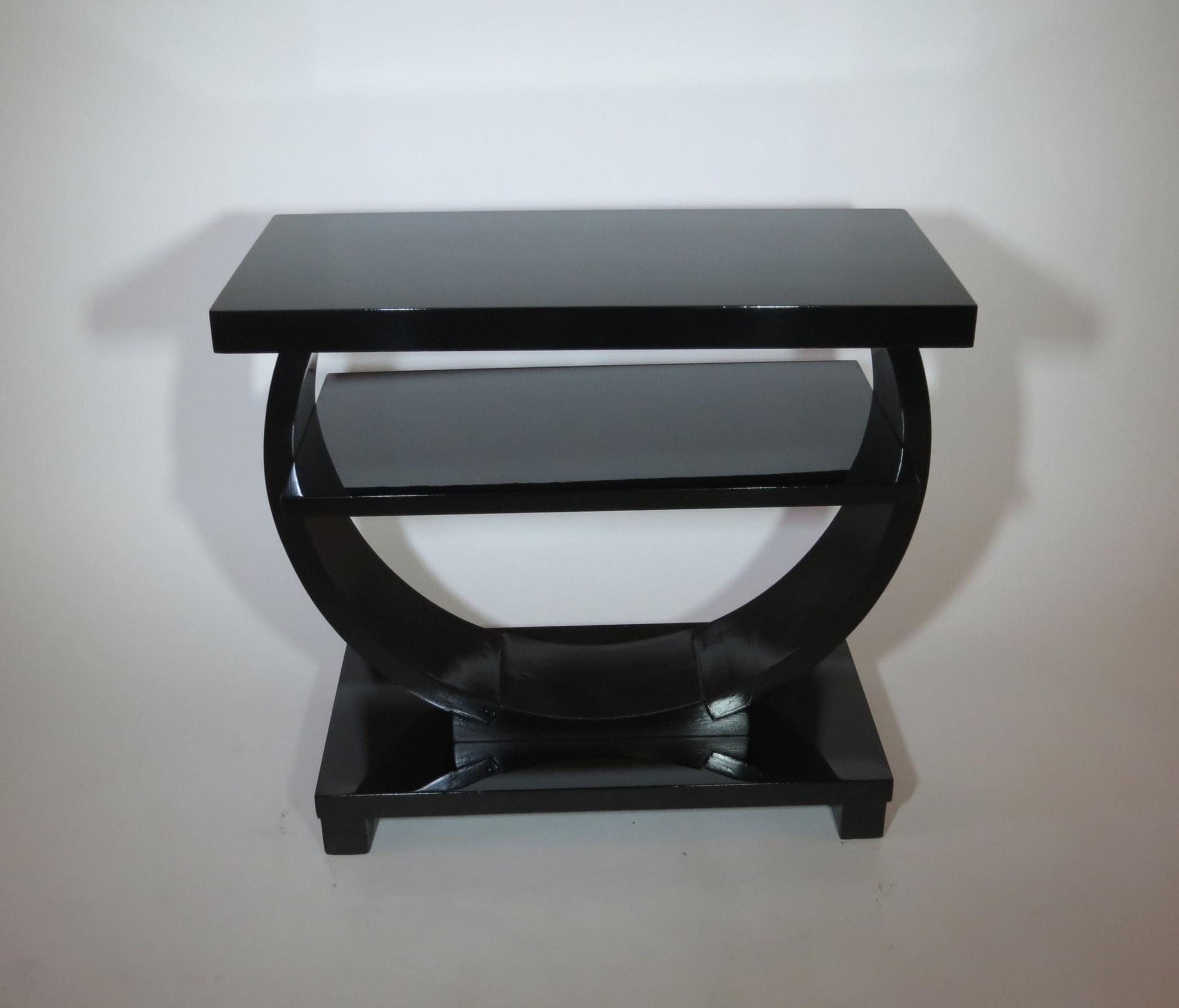 Exceptional Modernage American Art Deco Black Lacquer Side Table (Short)