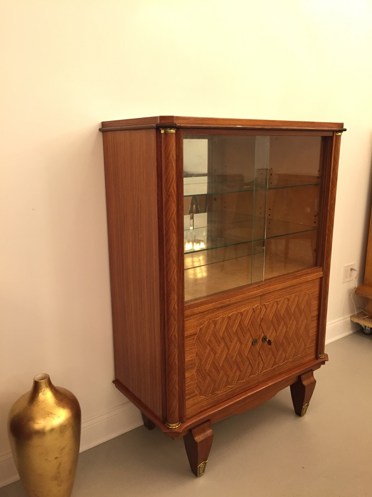 French art deco vitrine in the style of jules leleu for Decoration vitrine